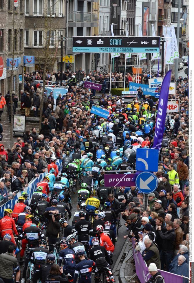 Riders await the start of the 2014 Dwars door Vlaanderen