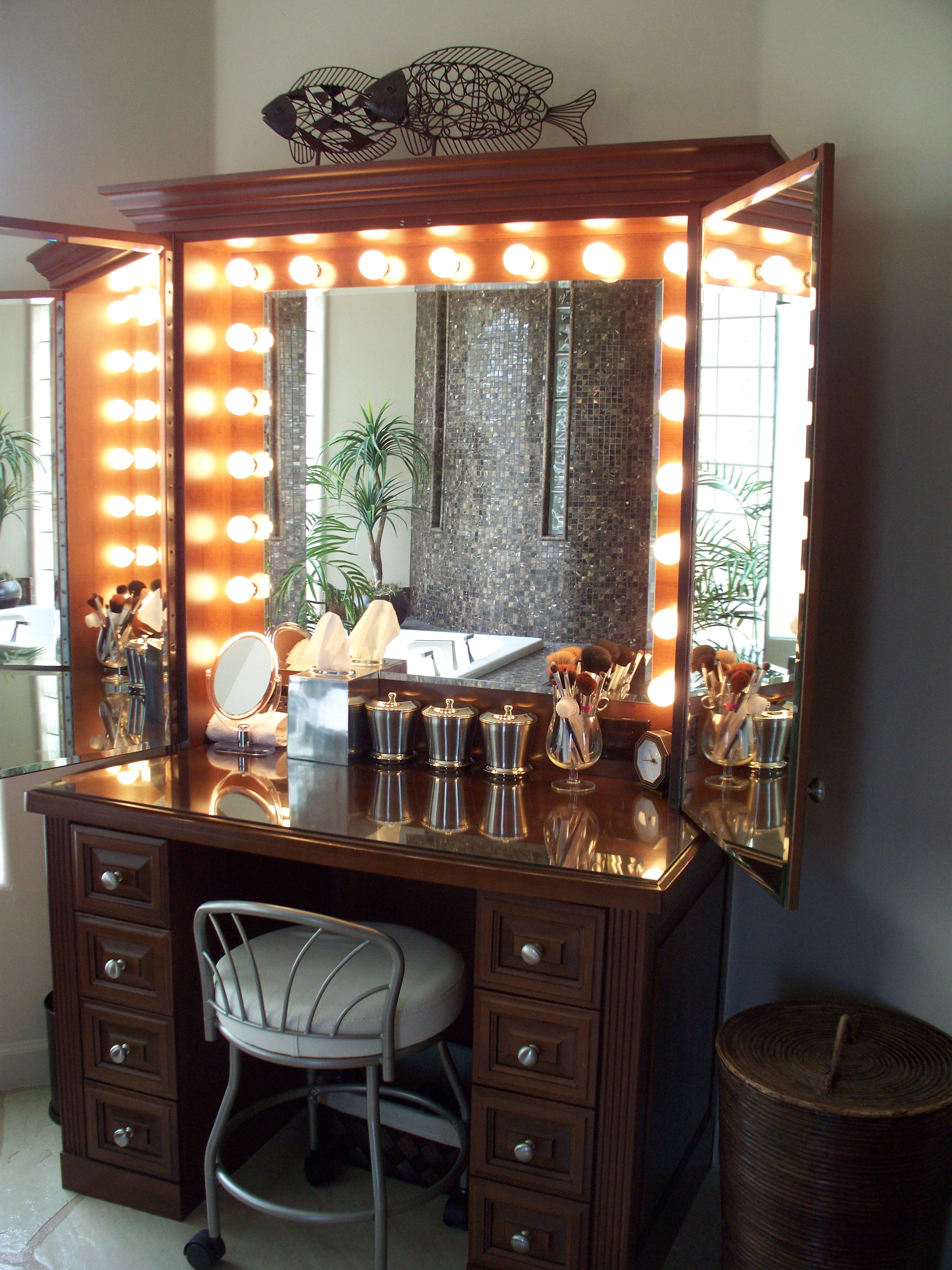 make up vanity this is amazing love this vanity room rh pinterest com