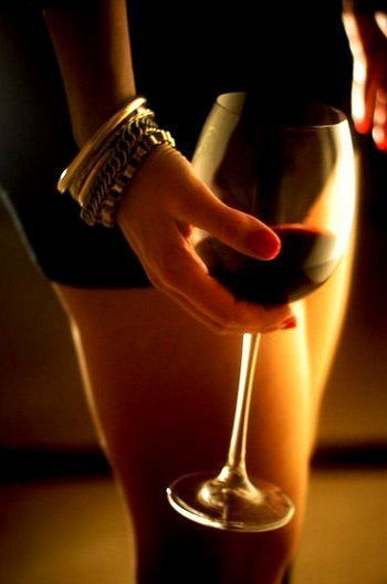 Woman naked with a glass of wine — photo 9