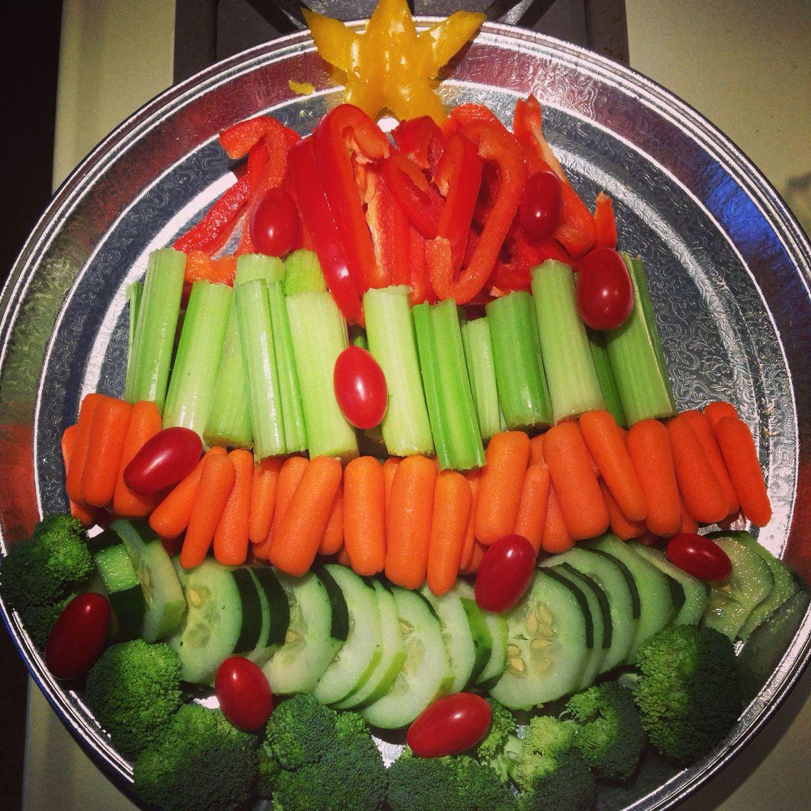 christmas tree veggie platter keeping christmas parties healthy