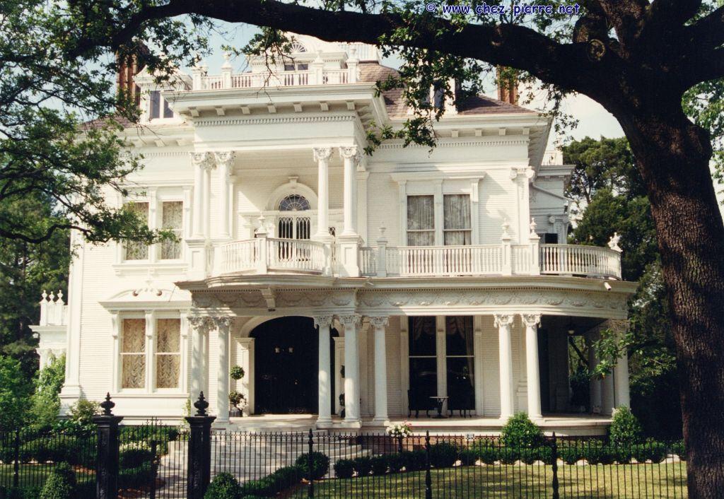 l 39 id e serait de s 39 inspirer des colonnes et ou balustrades pour une partie du d cor awesome. Black Bedroom Furniture Sets. Home Design Ideas