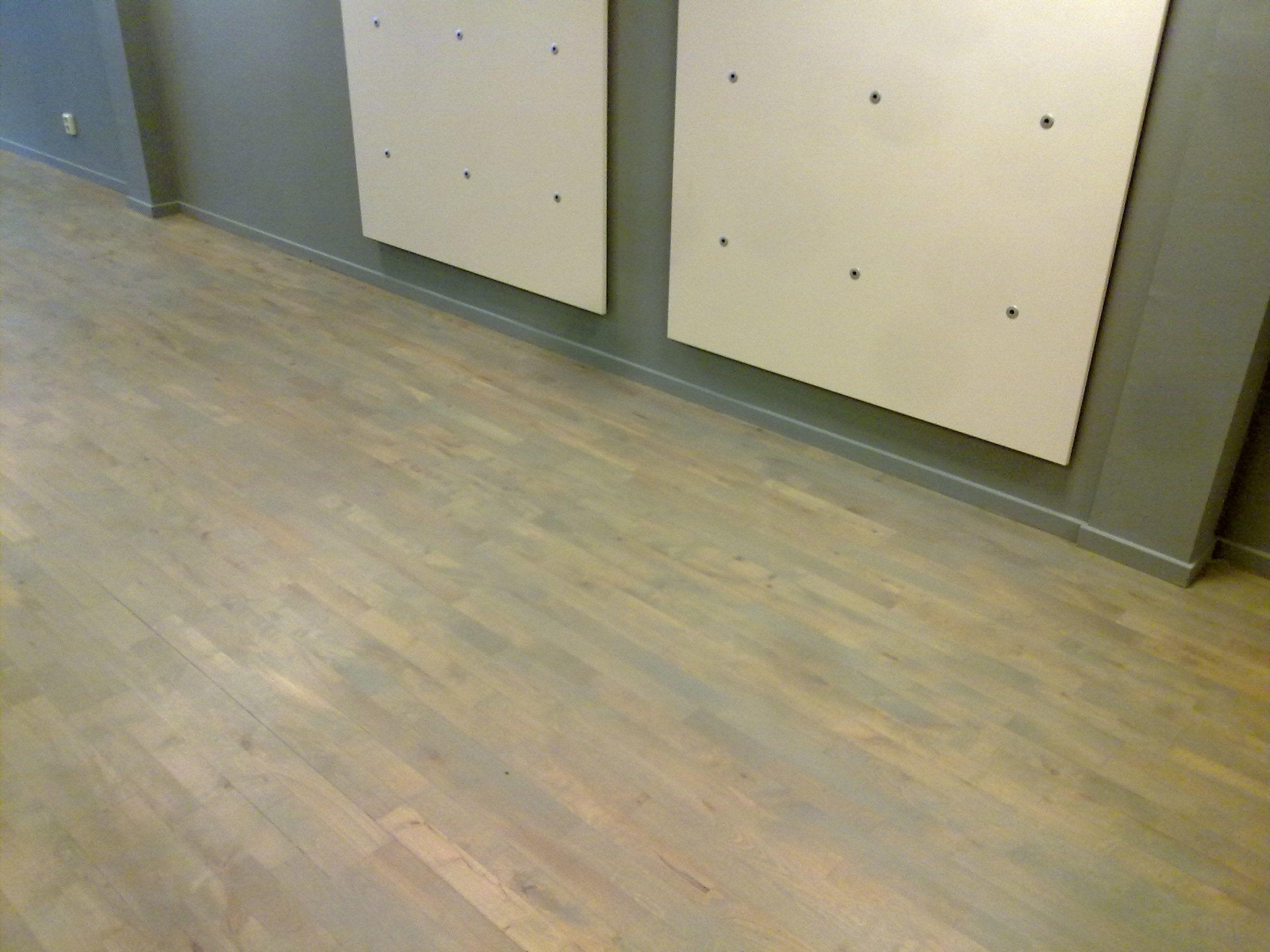 junkers beuken parketvloer afgewerkt met grijze olie trap