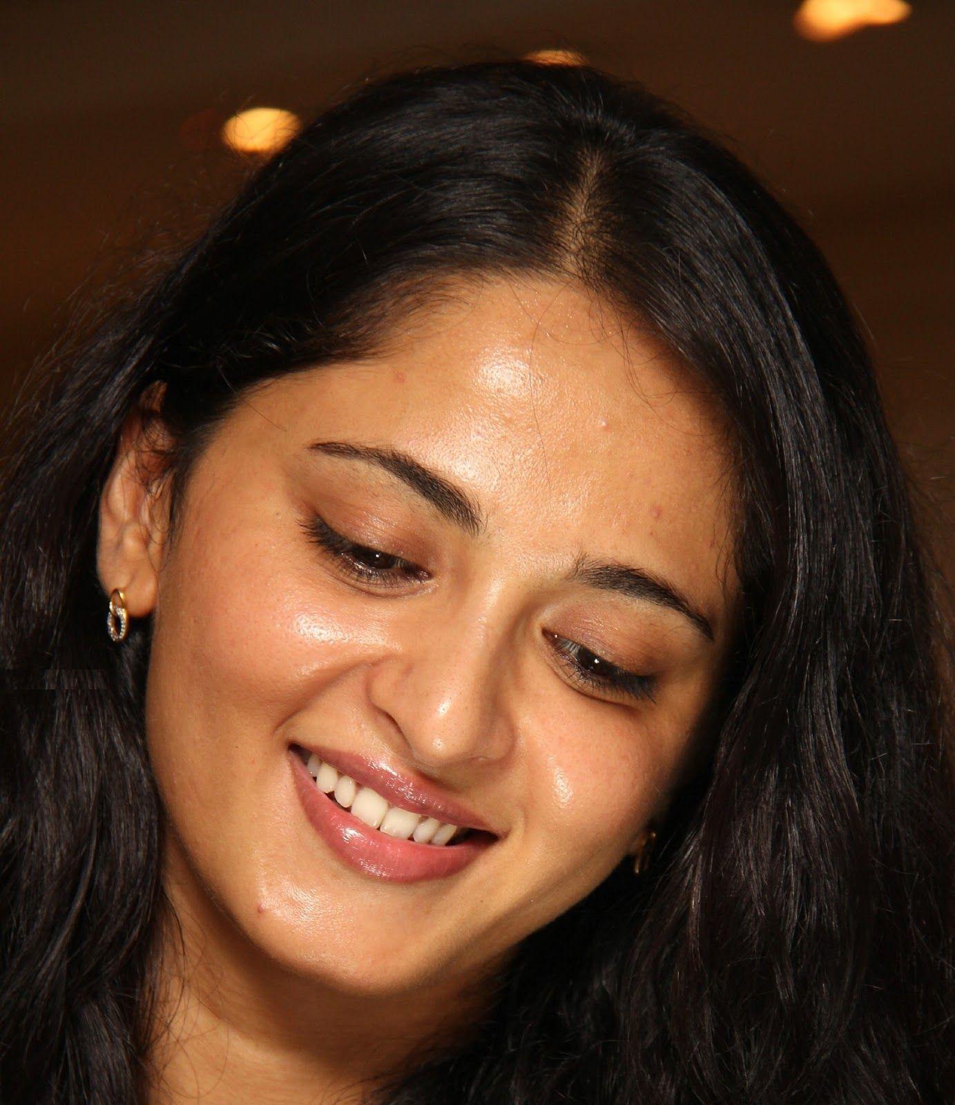 Glamorous Indian Model Anushka Shetty Hot Looks Face