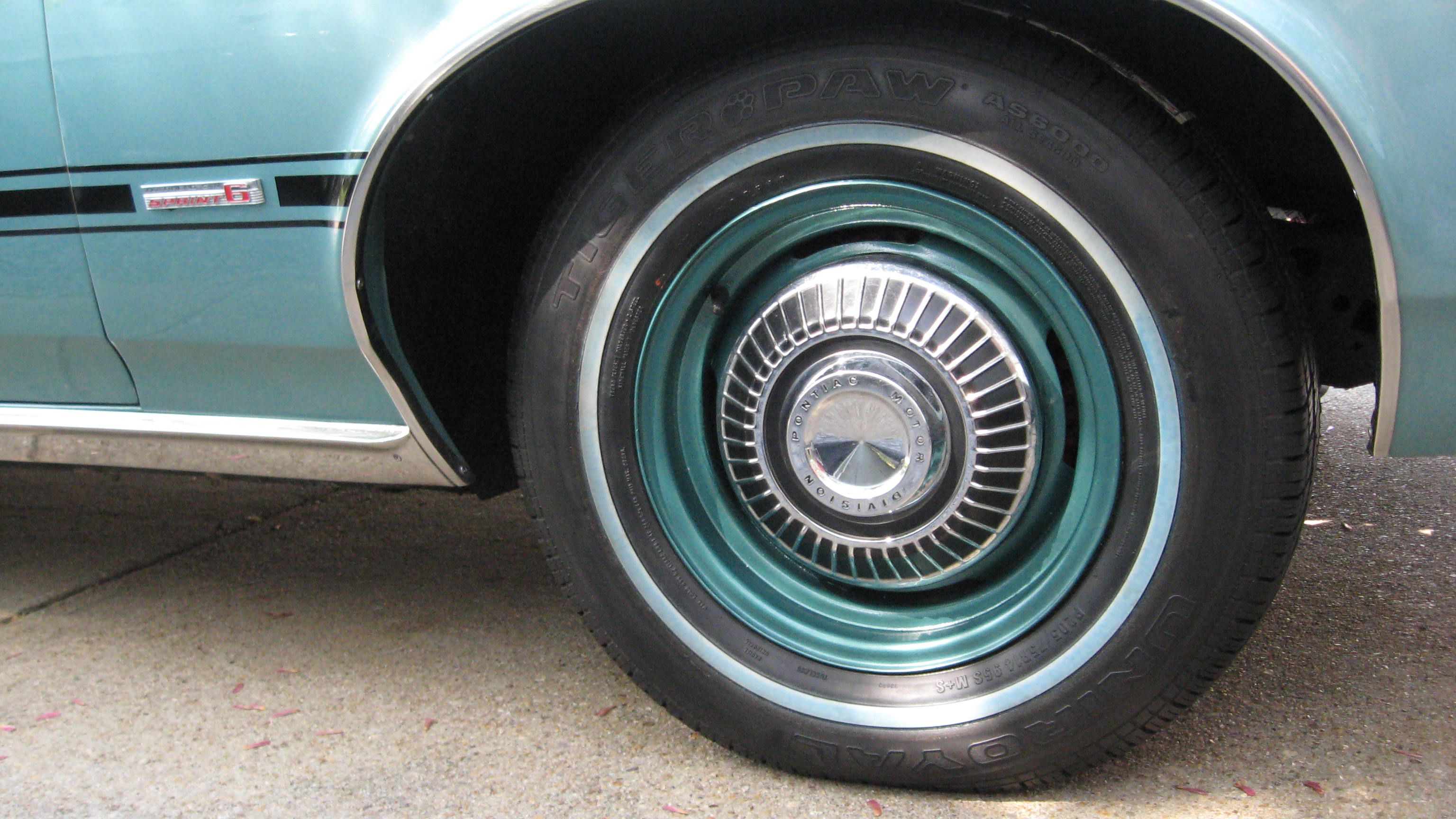 Vintage 195039s Pontiac Dog Dish Hubcap Car 1941 Silver Streak