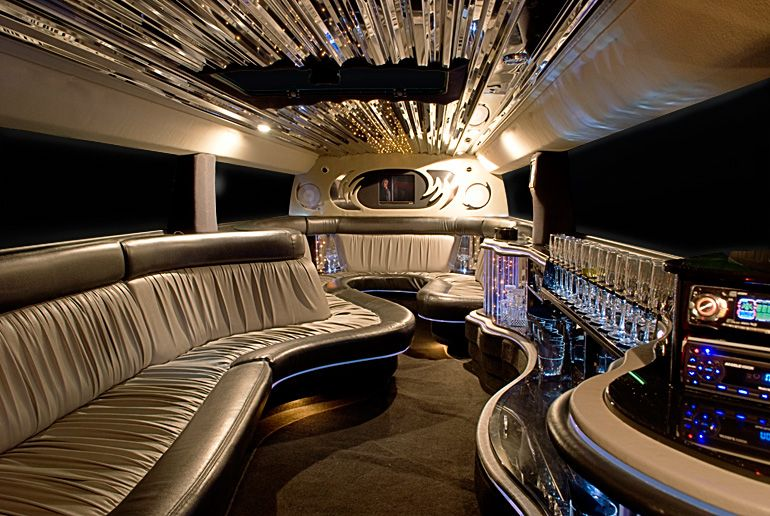 For Luxury Hummer Limo Services Provided By Gta Pearson Limo Call Us On These Numbers 1 416 953 3031 Toll Free 1 855 715 Limousine Interior Limo Hummer Limo