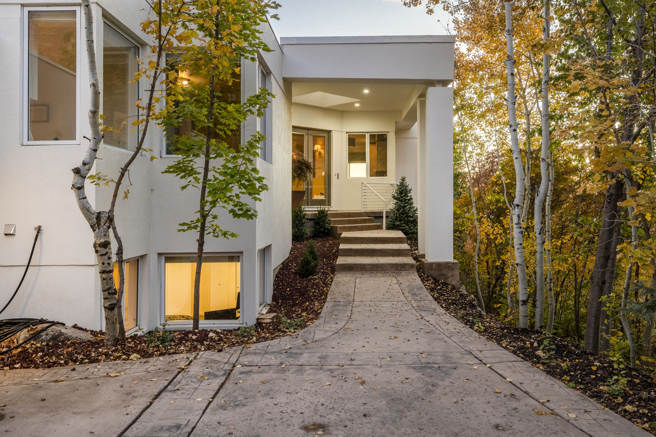 Tucked away up in the exclusive Carrigan Canyon neighborhood is an elegant, minimalist styled high-end home for the buyer who wants privacy, spectacular views, and a connection to Utah's natural beauty. #WindermereUtah #UtahHomes #LuxuryHomes #LuxuryLiving #DreamHome #HomeDesign #HomeDecor #Modern #Minimalist #Minimal #Utah #HomeExterior