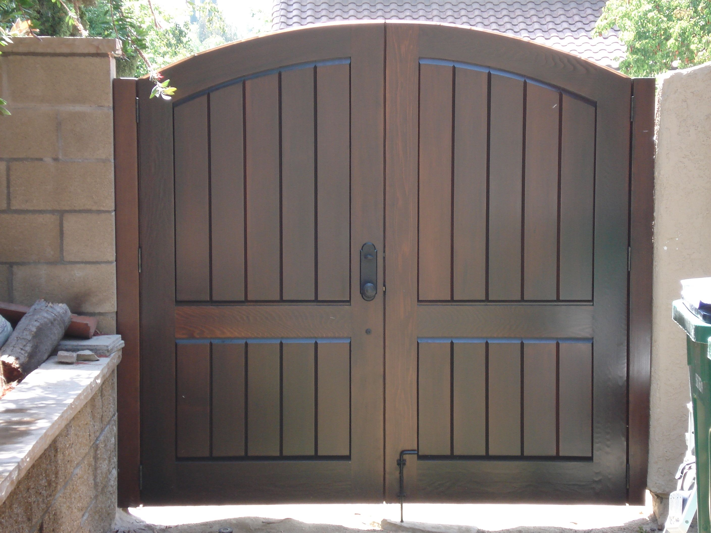 Heavy duty wood gate hinges - Custom Wood Gates By Garden Passages Premium Wood Gates Features Clean Double Gate Premium Stain Wood Gatesheavy Duty Hingesgarden