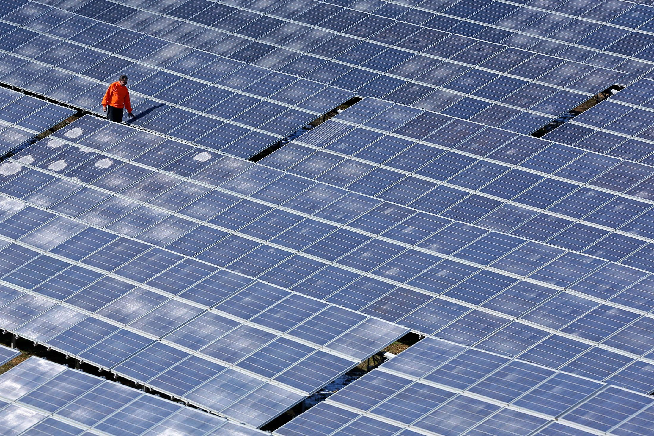 Solar Industry Braces With Looming Glut Eroding Panel Prices Solar Power Station Solar Panels Solar