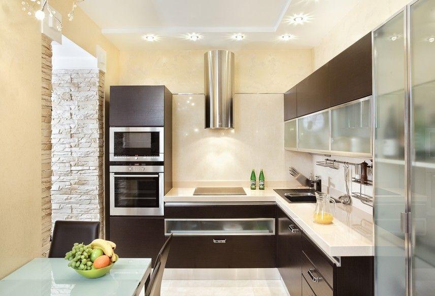 Bild der kleine dunkle Holzküche mit Edelstahl Geräte   Küchen ...