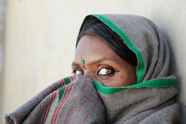 Fotografe Mirjam Letsch is onze kunstenaar van de dag. Indringende portretten uit India:  en profil