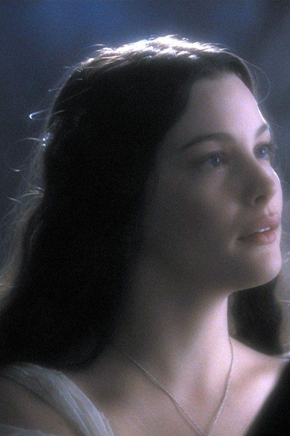"""Quando Arwen faleceu, somente as Elanor e Niphredil, flores campestres, se lembram de Arwen).  """"E, finalmente, quando as folhas dos enormes mallorn caíram, mas a primavera ainda não havia chegado, ela deitou-se para descansar em cima de Cerin Amroth, e lá está seu túmulo verde, até que o mundo foi alterado, e todos os dias de sua vida foram totalmente esquecido pelos homens que vieram depois, e elanor e niphredil, os belos e vastos campos de flores não florecem mais a leste do mar."""""""