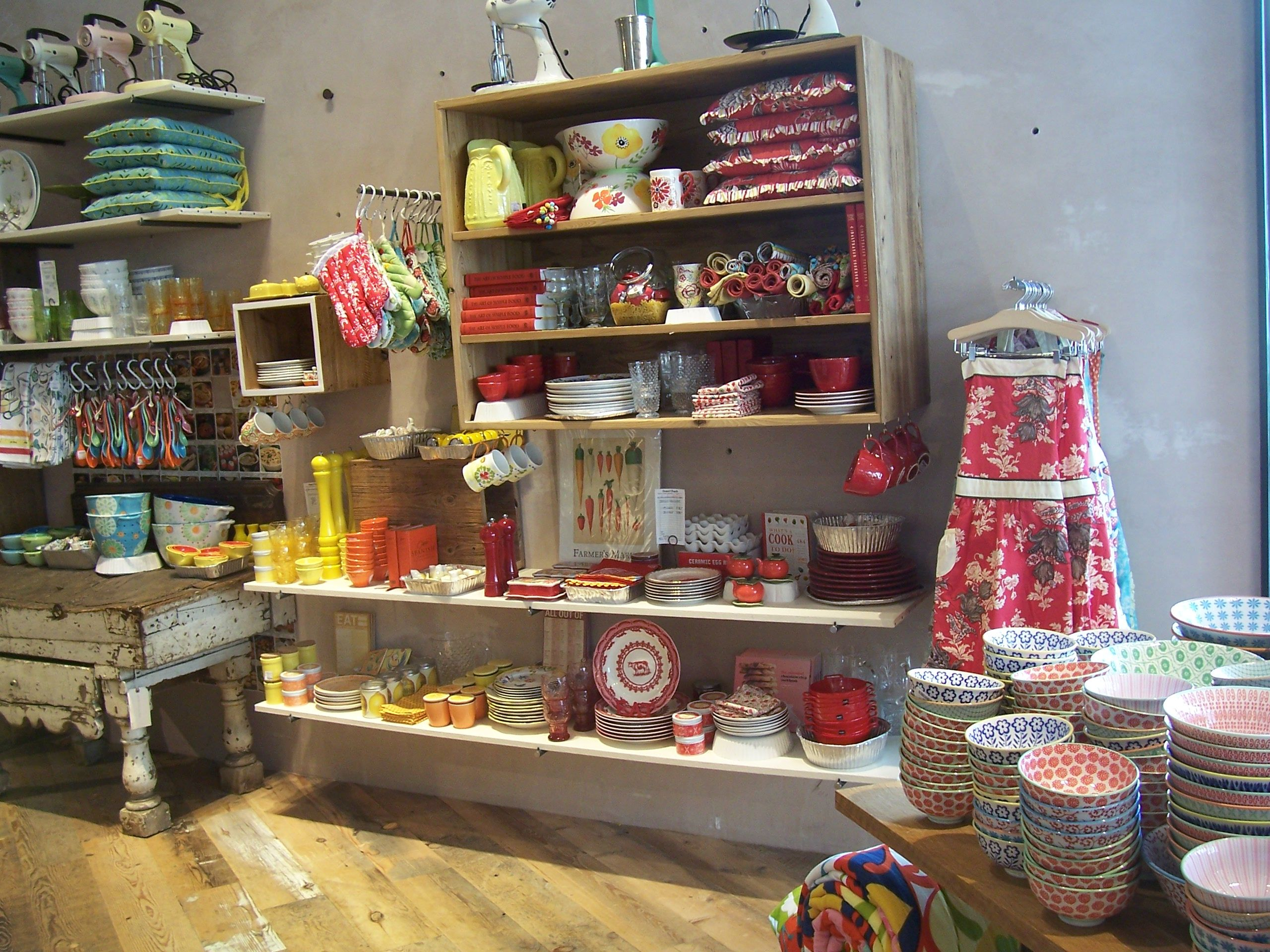 Anthropologie Launches New Design Concept Confettistyle Anthropologie Store Store Interiors Anthropologie Interior