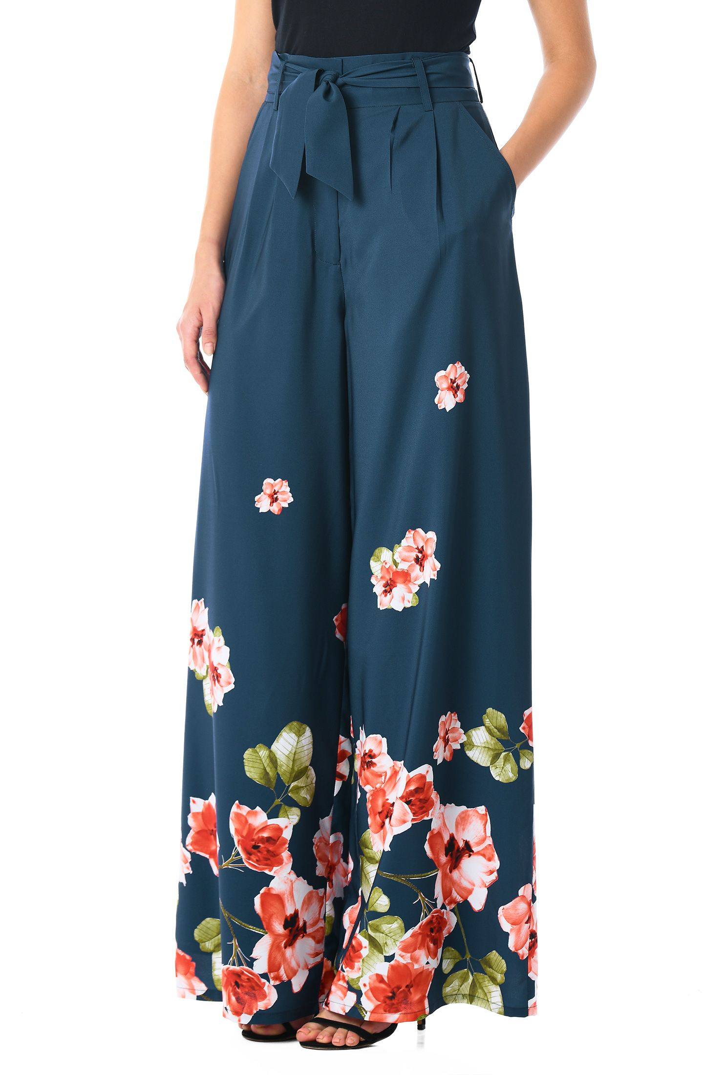 32f52f6dfe42 Front pleats add to the wide-leg cut of our high-waisted washed floral print  crepe pants to skirt-like proportions.