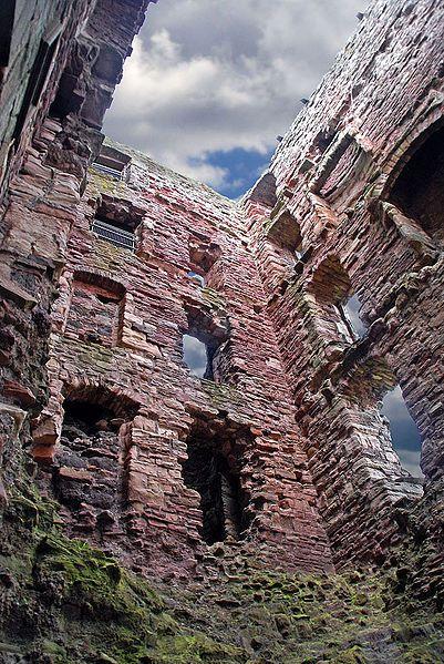 Mid Tower Tantallon Castle. Attribution: www.rodjonesphotography.co.uk