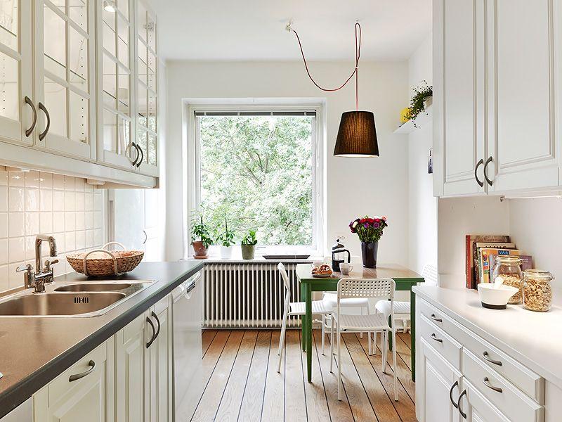 Cocina blanca luminosa. Vistas de árboles.   DISEÑOS   Pinterest ...