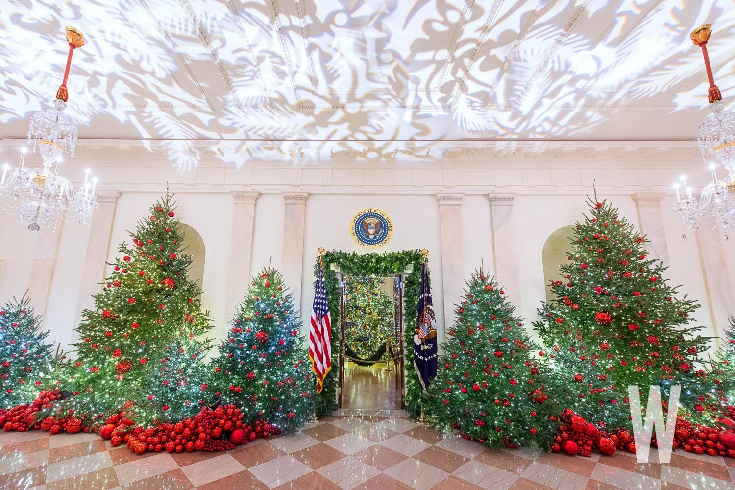 Photos The 2018 White House Christmas Decorations Washingtonian Dc White House Christmas Decorations White House Christmas Christmas Foyer