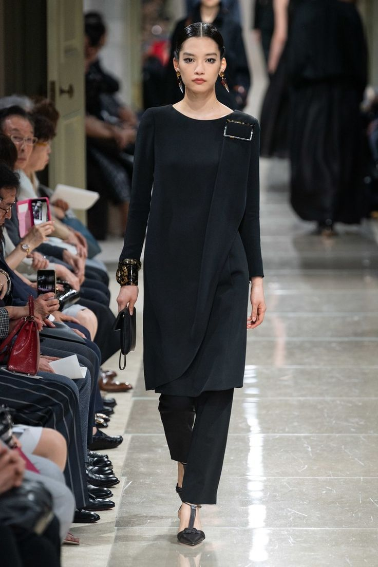 Collezione Giorgio Armani Resort 2020 – Vogue