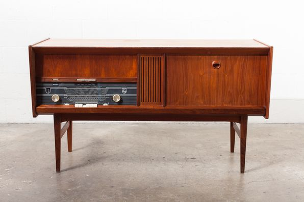 Delicieux PHILLIPS VINTAGE STEREO CABINET