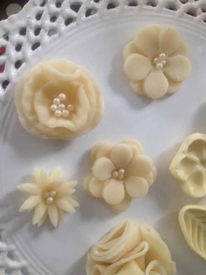 fleurs en p te d 39 amande marzipan flowers animaux en. Black Bedroom Furniture Sets. Home Design Ideas