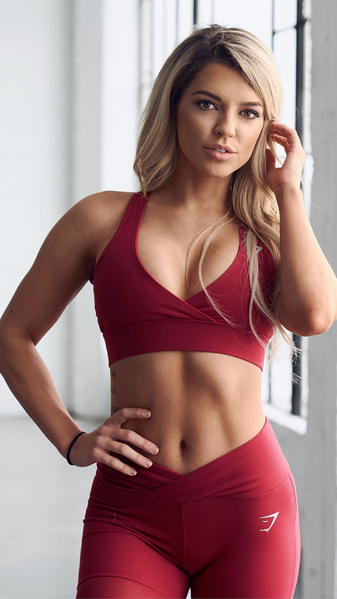 063627b39b050 Nikki Blackketter styling the Cross Back Sports Bra with the Dynamic  leggings from the Gymshark by