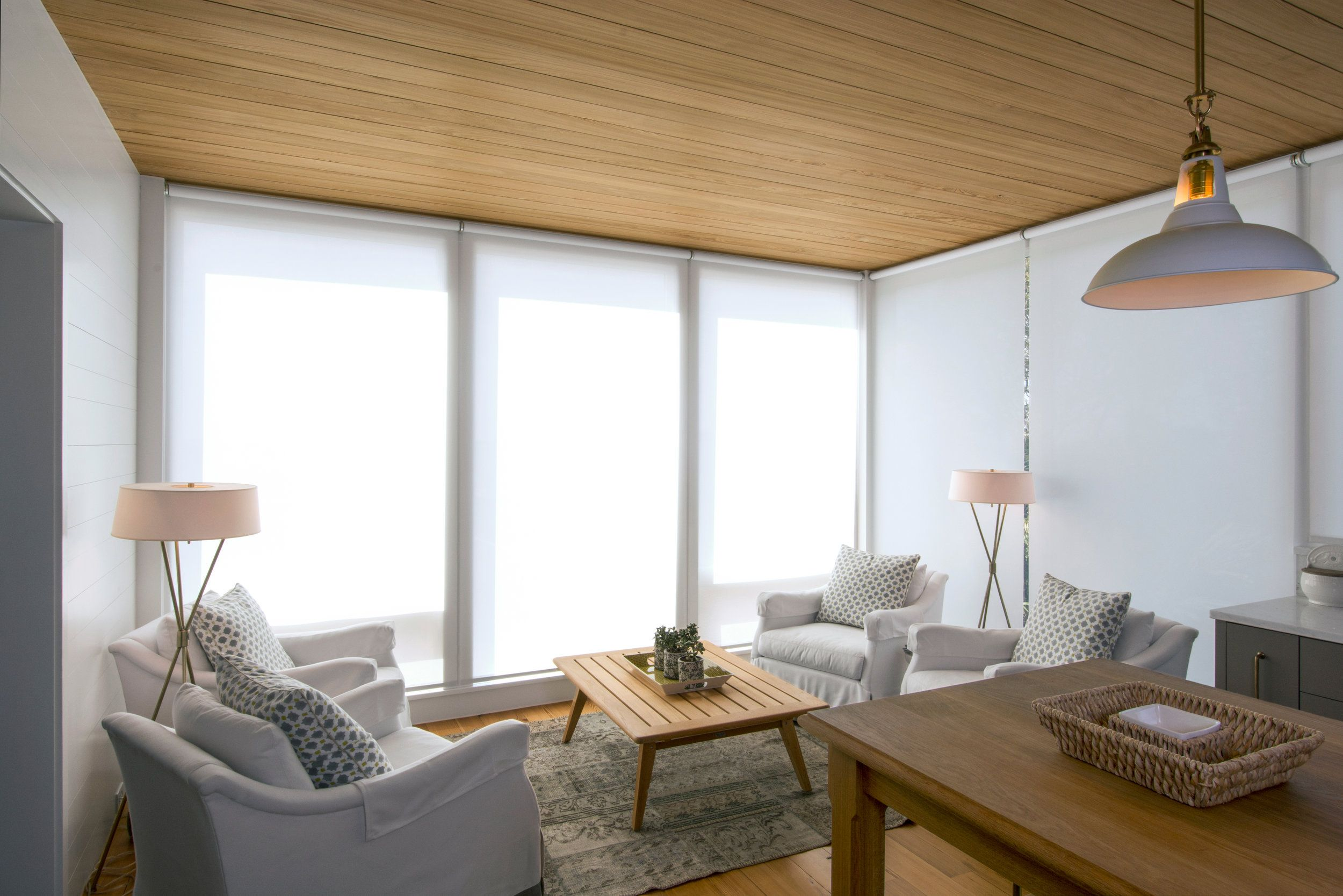 A Modern Take On A Cozy Beach House And These Minimalist Window Shades Blend Rig Motorized Window Shades Modern Window Coverings Contemporary Window Coverings