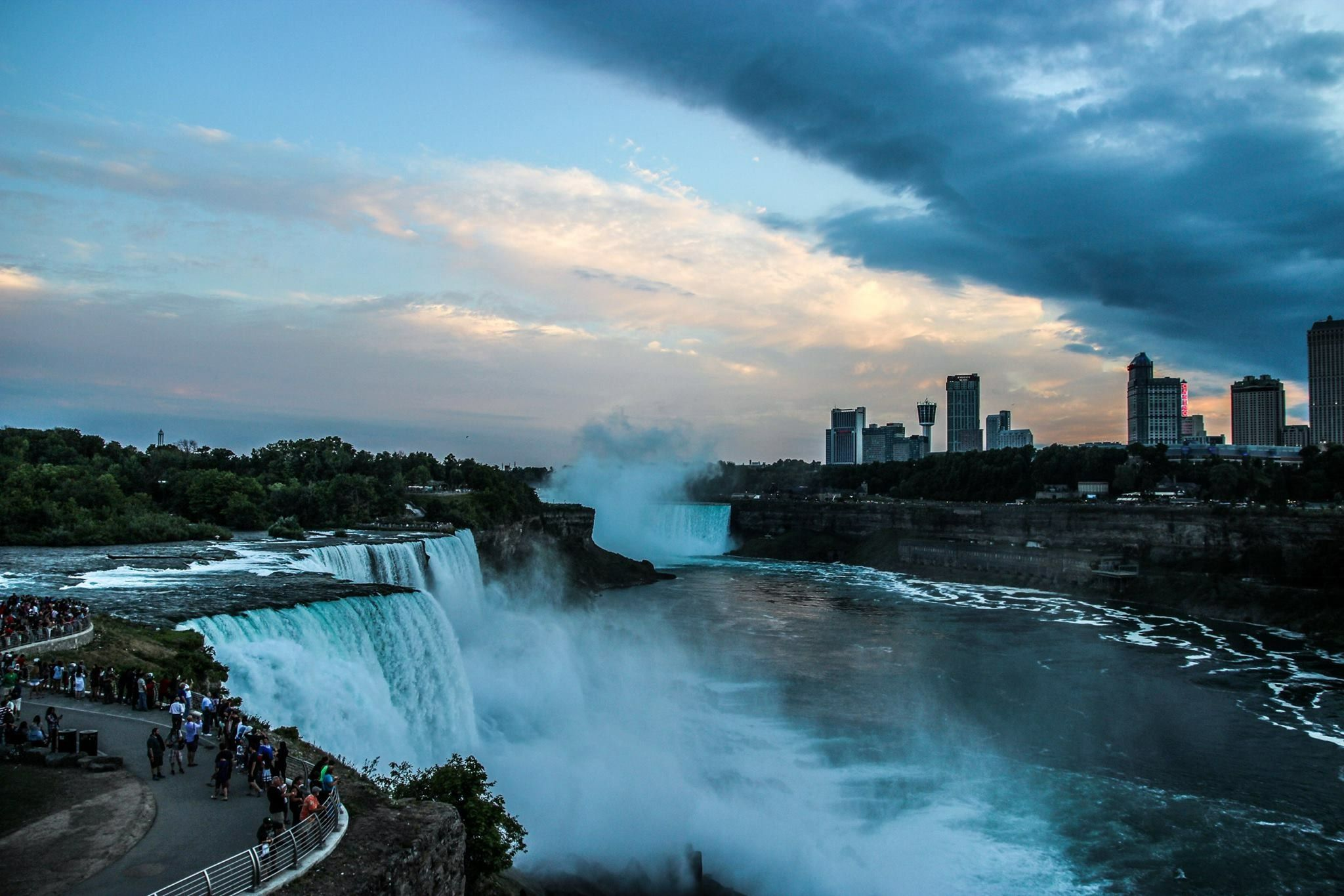 what is the best way to see niagara falls