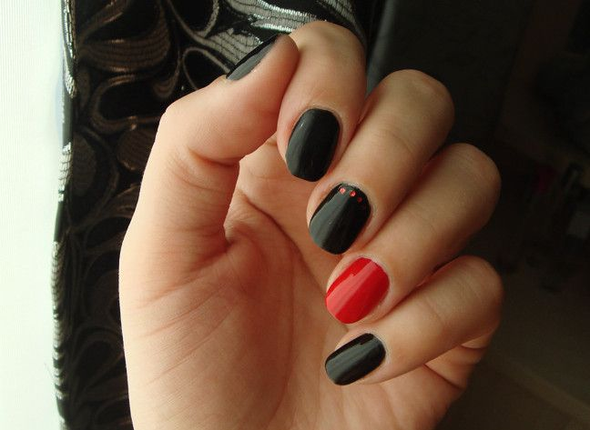 Black Nails With One Red Beautiful Ideas   Manicure   Pinterest ...