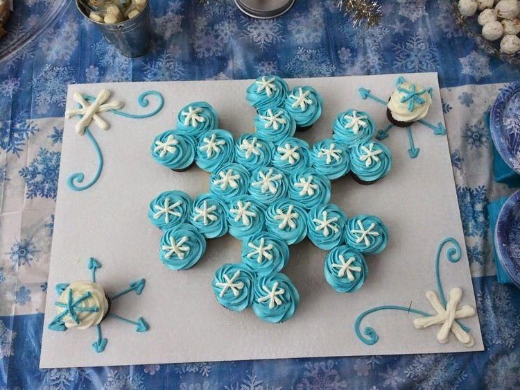 mehrere cupcakes als schneeflocke gestalten elsa geburtstag pinterest schneeflocken. Black Bedroom Furniture Sets. Home Design Ideas