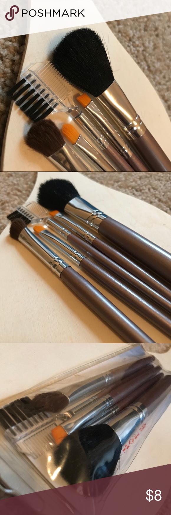 CRUELTY FREE OnTheGo Travel Makeup Brush Set! Brand new