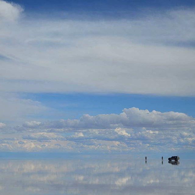 Esta foto llega gracias a @mat.stella❤❤ un seguidor de la página. El cielo si existe! #igersviajeros #Bolivia #salardeuyuni #uyuni #explorebolivia #travel #southamerica #landscape