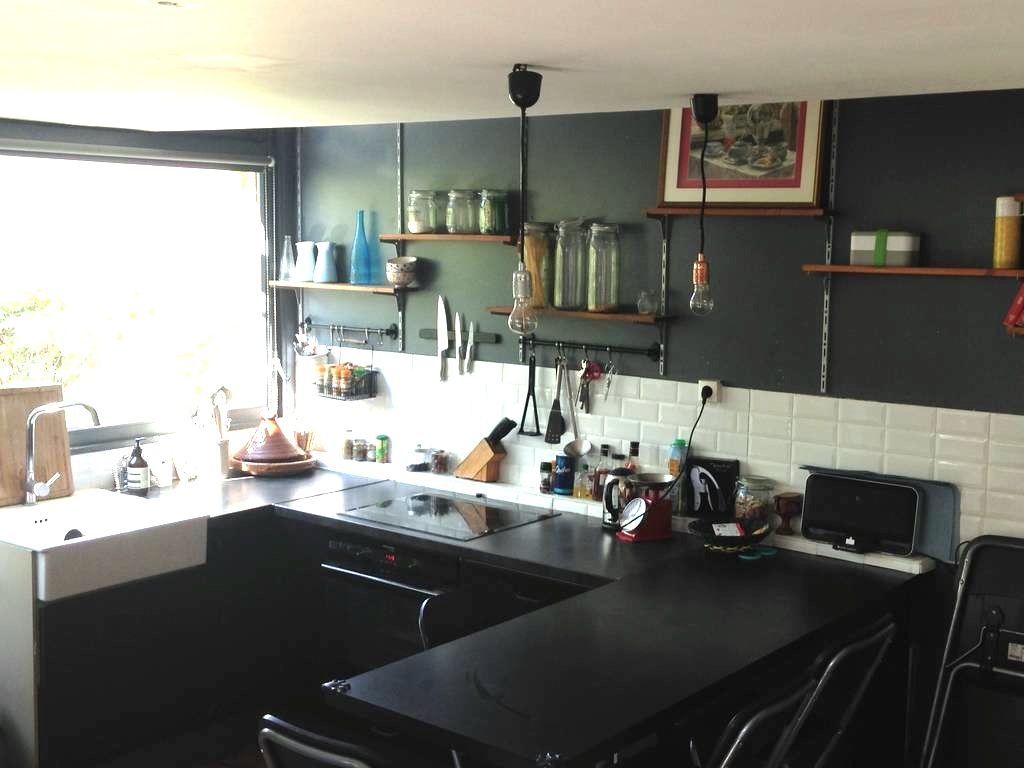 black kitchen cuisine noire carreaux m tro cuisine industrielle kitchen pinterest. Black Bedroom Furniture Sets. Home Design Ideas