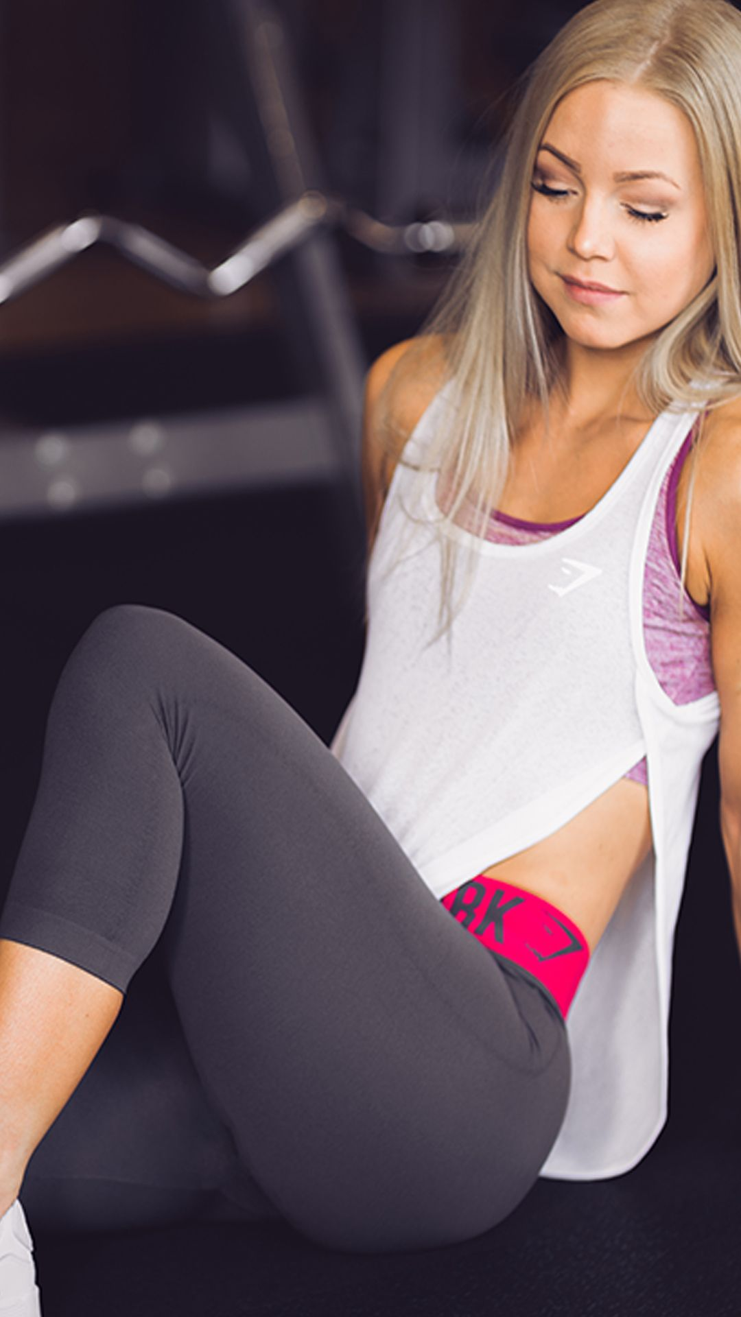 Denice Moberg working out in the Gymshark Fit cropped leggings in Charcoal/Cranberry. On trend fitness leggings with elasticated performance waistband.