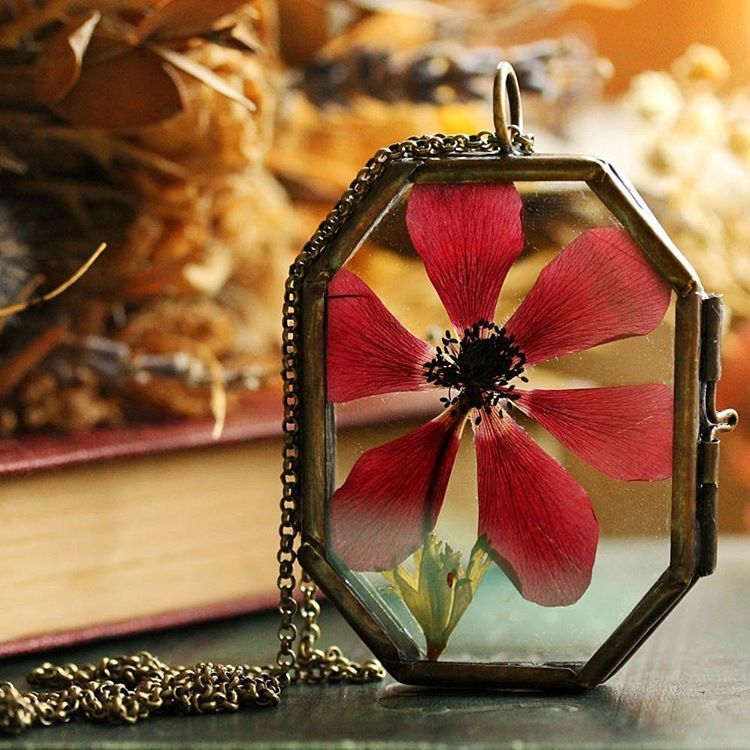 From my small wonder range comes this exquisite real flower locket, made with a real ruby red pressed poppy which has been pressed and preserved inside a vintage style locket, a perfect keepsake of the flower speckled meadows and never ending days of summer.