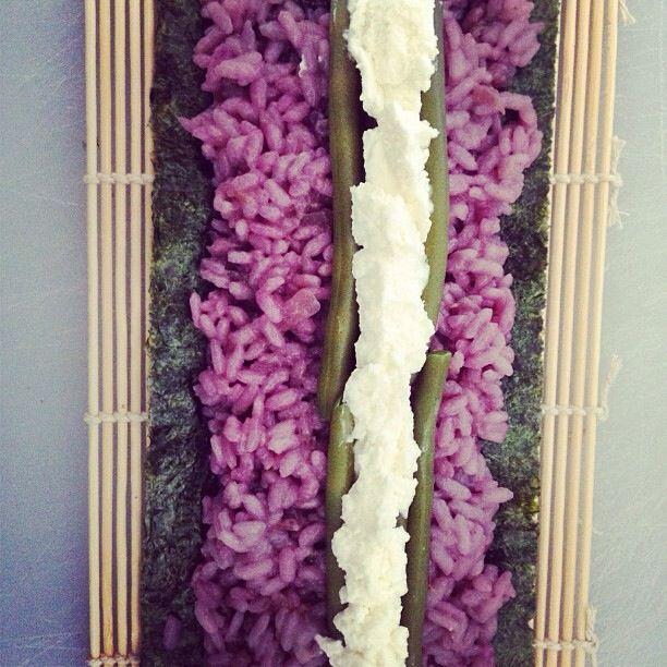 Purple veggie sushi. http://yourveggiepornography.tumblr.com