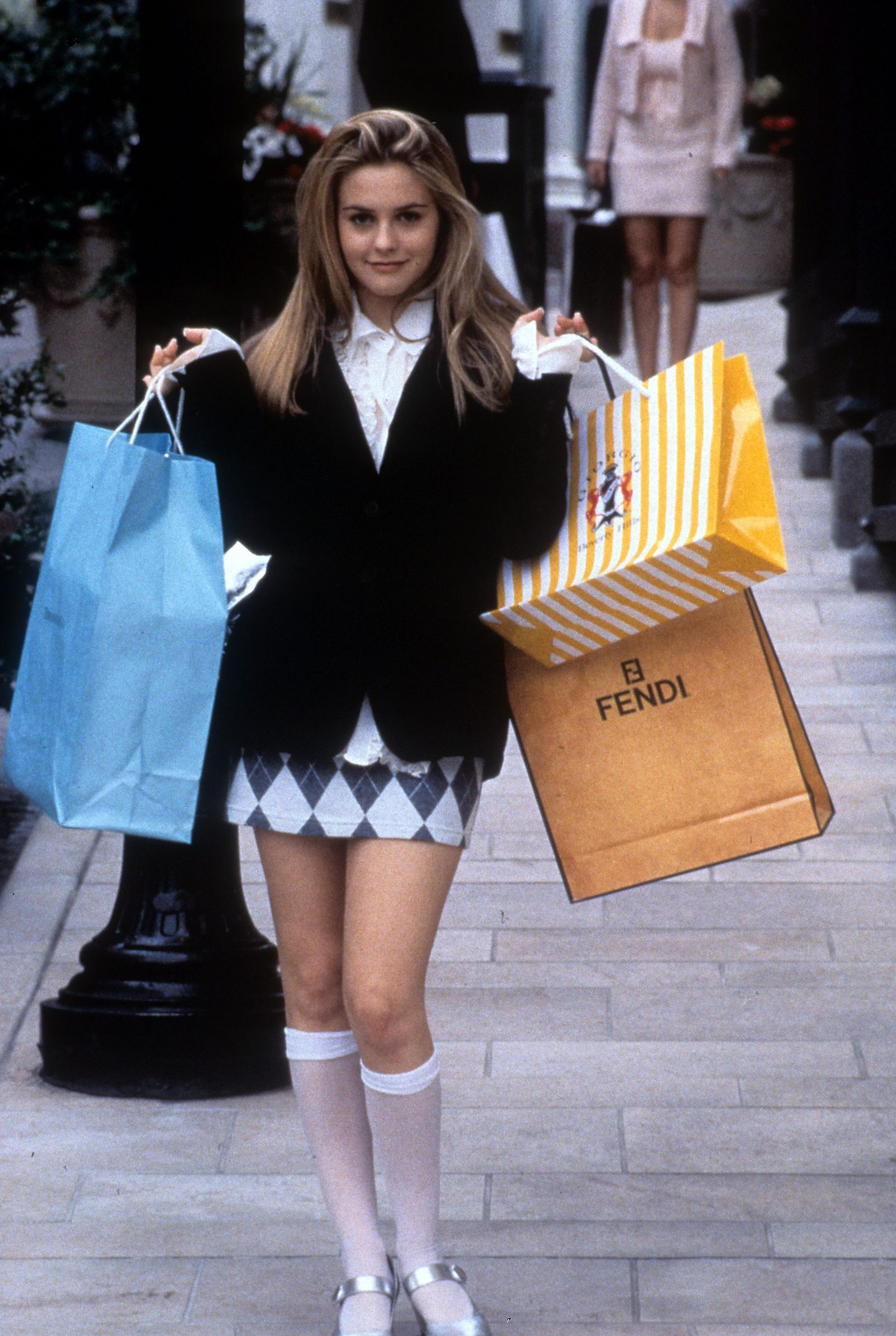 These Clueless costumes are perfect for fashion lovers this Halloween. #halloween #clueless #halloweencostumes