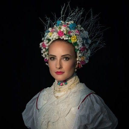 Photo of Menyasszonyi viselet Hollókőről – Még több régi magyar viseletet találtok…