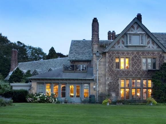 Newport Rhode Island Beauty Built On History Mansions Real Estate Houses Mansions Luxury