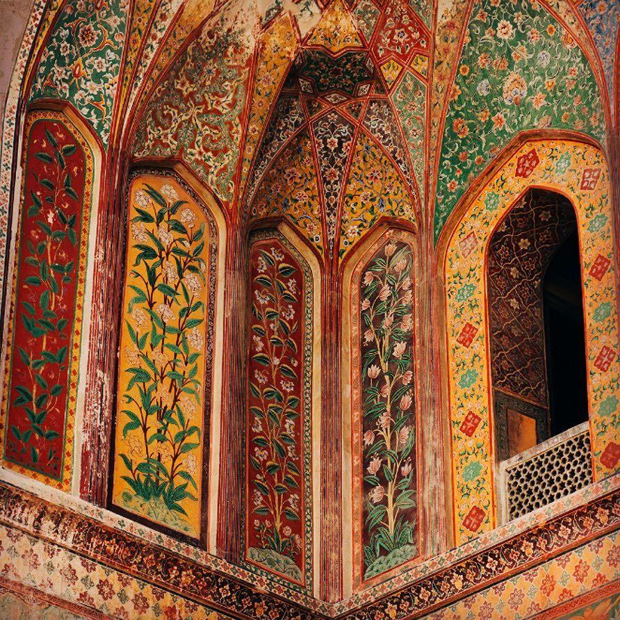 "Lizzie Montgomery on Instagram: ""Mughal magnificence.. . . #architecturephotography #mughalarchitecture #islamicart #islamicpattern #mughalart #mughal #treeoflife…"""