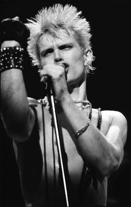 Billy Idol shot by photographer Mark Weiss. Philadelphia ('84). He's get'n ready to flip us off!