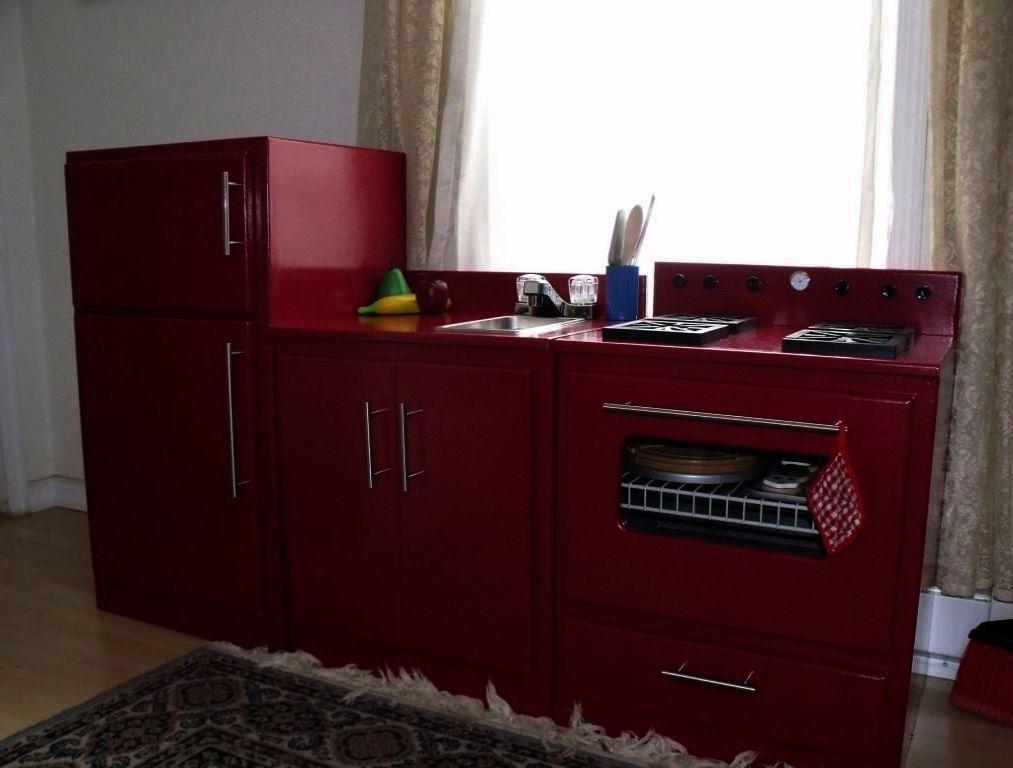 Delta Children S 3 Drawer Dresser The Furniture Blogger Kitchen Furniture Home Kitchens Dollhouse Kitchen