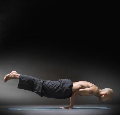how you can do a yoga forearm stand pincha mayurasana