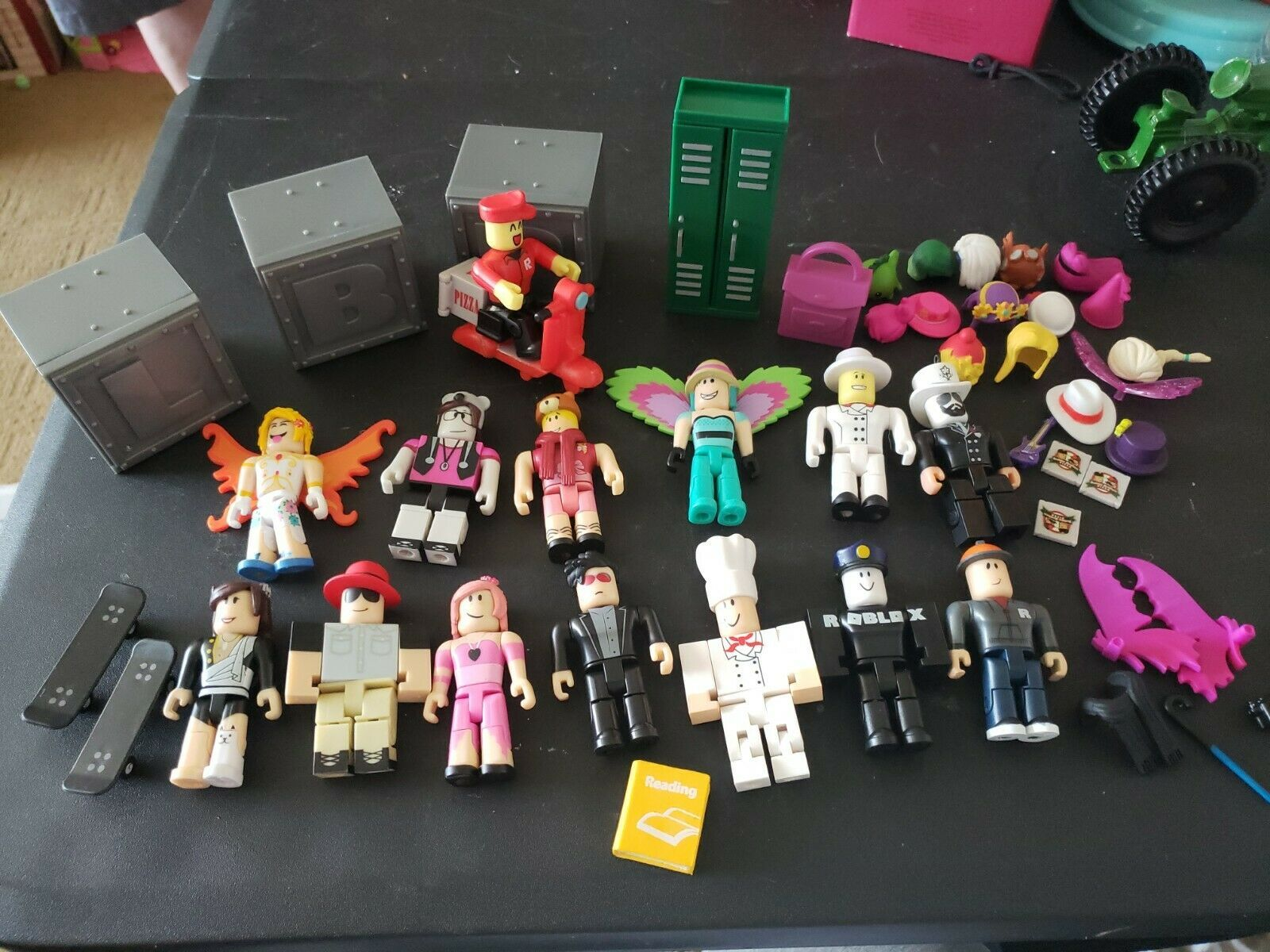 Roblox Loose Figure Toy Lot Of 14 Figures Accessories Pizza Scooter Chef Wings In 2020 Adoption Party Roblox Party