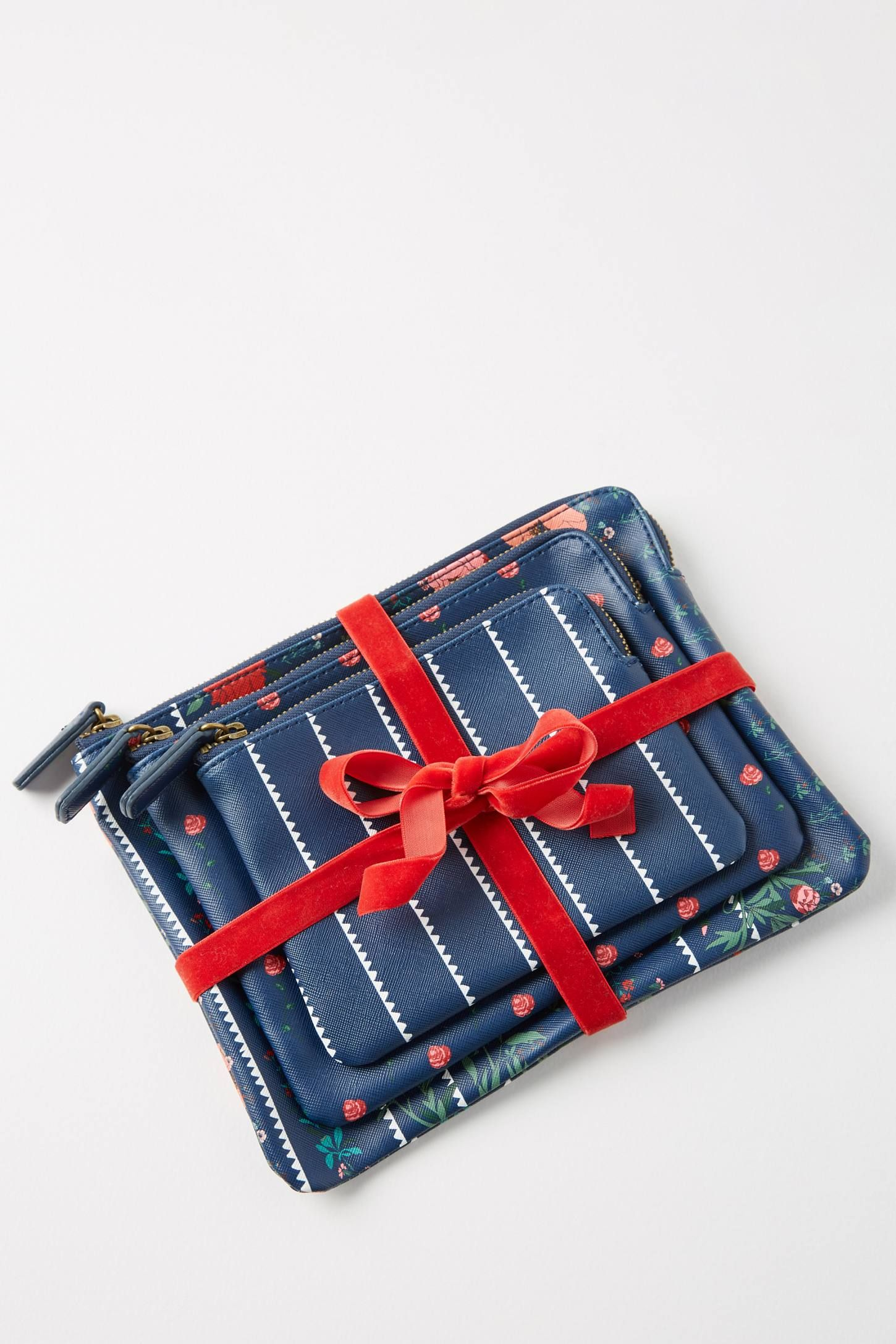 Holiday Pouch Gift Set  140e8fbbb
