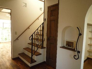 真っ白な可愛い家Maman:アンティークな階段☆