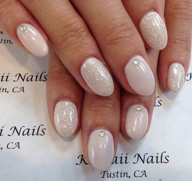 Neutral White Glitter Round Acrylic Nails With Images Rounded