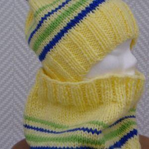 4747731b97fb Bonnet et écharpe snood en laine jaune
