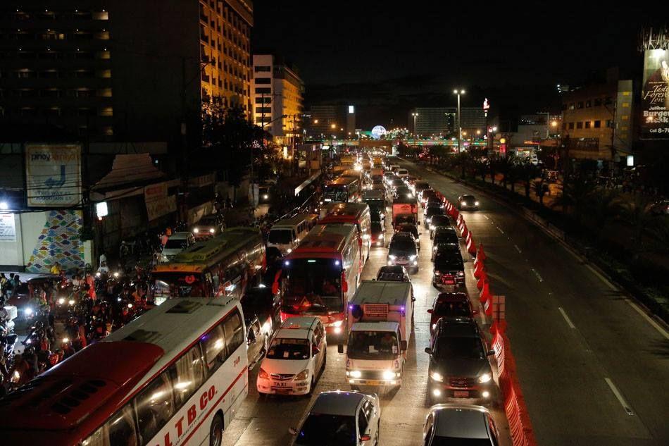 Malacanang Palace Sorry For The Heavy Apec Traffic Palace Traffic Heavy