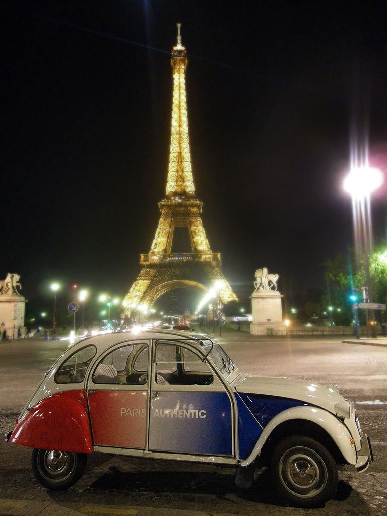 2cv in paris tour eiffel eiffel tower cars vintage classic cars and crazy cars. Black Bedroom Furniture Sets. Home Design Ideas