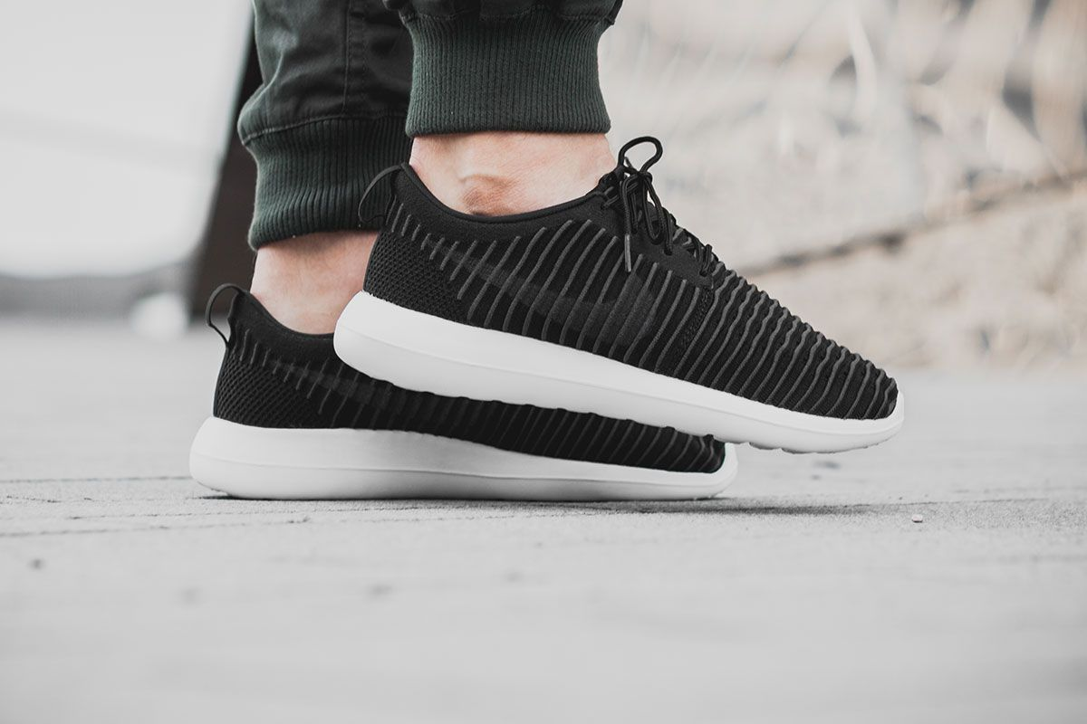 NIKE ROSHE TWO FLYKNIT BLACK / DARK GREY WHITE Pinterest