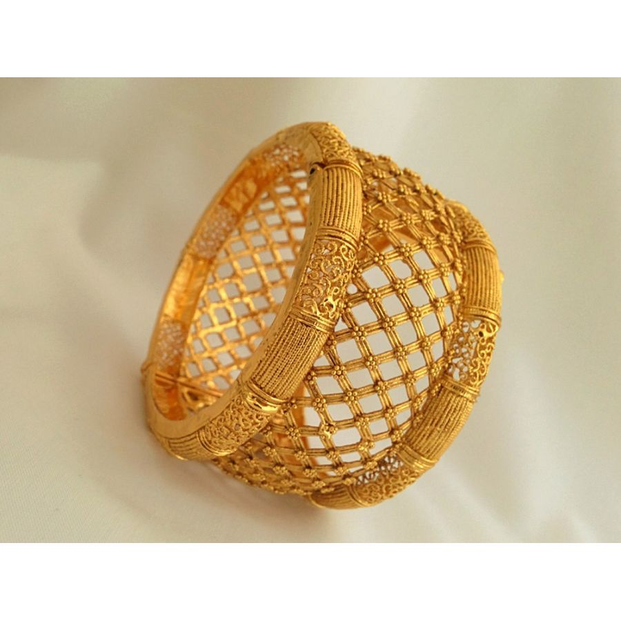 Pin By Thenu On Bangles Collection Bangles Jewelry Designs Gold